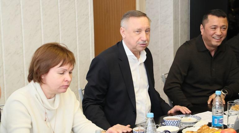 Александр Беглов на встрече с афганцами. Фото: gov.spb.ru