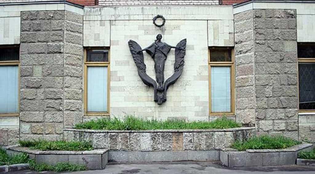С дома на Ленинском проспекте исчезли скульптуры. Фото: citywalls.ru