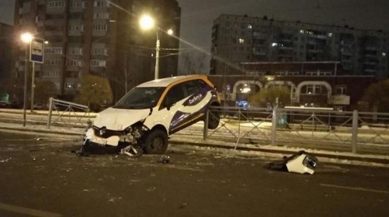 Авария на проспекте Энгельса в Петербурге. Фото: ДТП и ЧП Санкт-Петербург