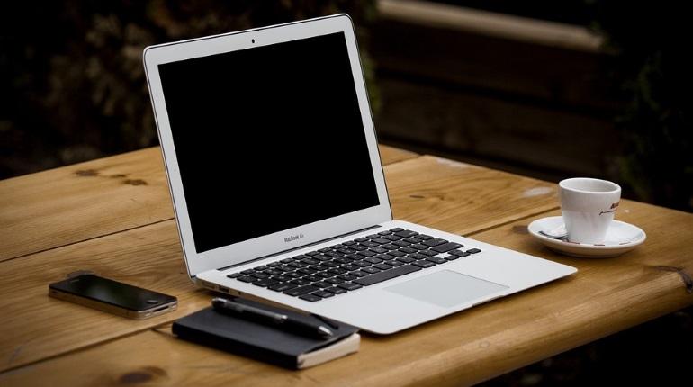Траты россиян на покупки в интернете за полгода упали почти вдвое