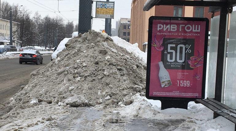 Хроники «горячих линий»: заявки принимаем, снег не убираем