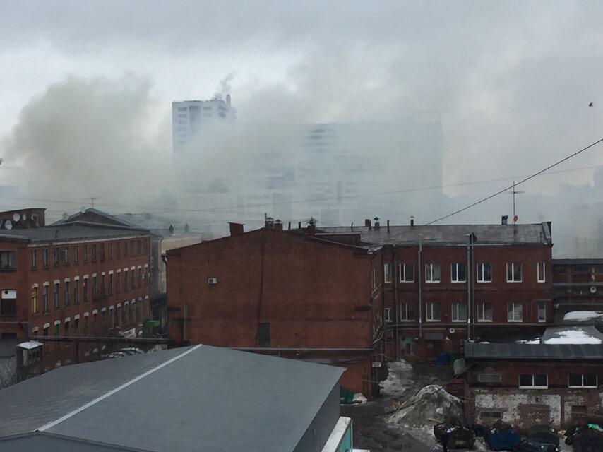 В Петербурге на Московском проспекте горит фабрика «Скороход»
