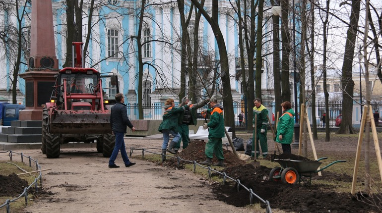 В Никольском саду высадят 33 новых дерева. Фото: gov.spb.ru