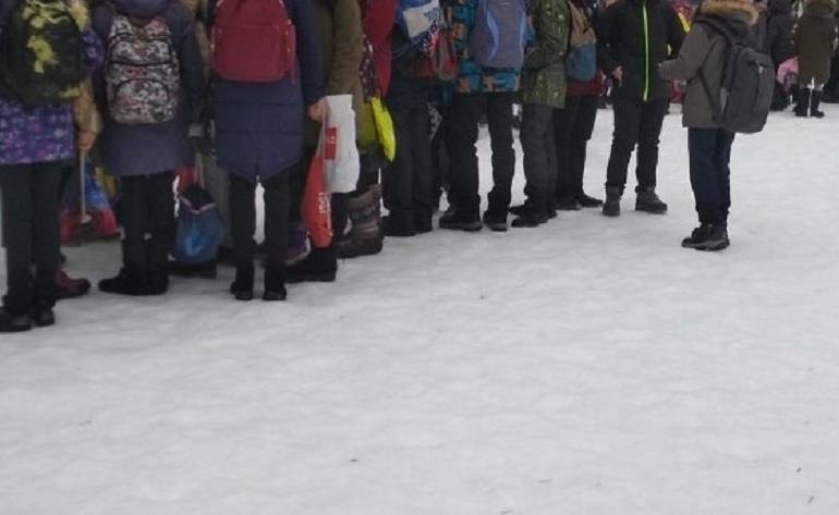 «Минеры» выгнали на улицу учеников школы № 111
