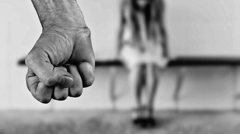 В Петербурге девочка-подросток забеременела от насильника