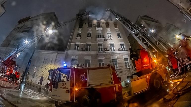 Число погибших при пожаре в центре Москвы выросло до 7