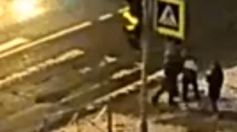 Очевидцы сняли на видео избиение подростка в Петербурге