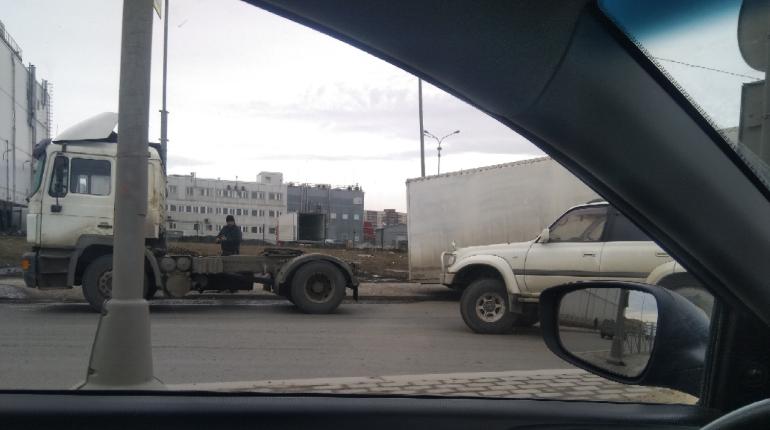ДТП с грузовиком перекрыло Софийскую