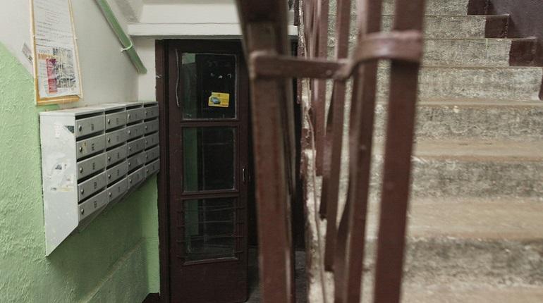 1,2 тысячи петербуржцев за неделю пожаловались на грязный подъезд