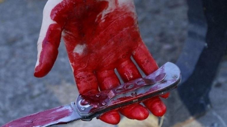 Житель Отрадного набросился с ножом на женщину