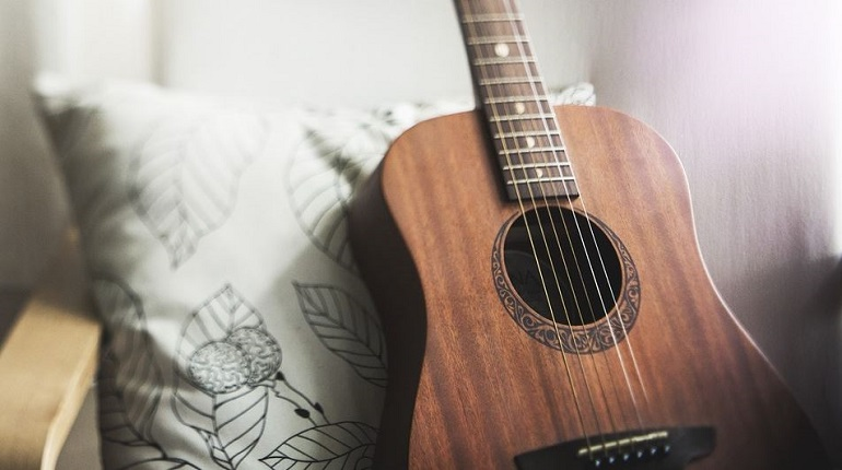 Уроки игры на гитаре на Ленинском закончились для школьницы интимом