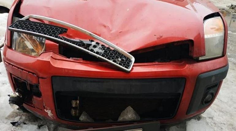 Автомобиль Михаила Загороднюка после падения ледяной глыбы. Фото: Facebook/Михаил Загороднюк