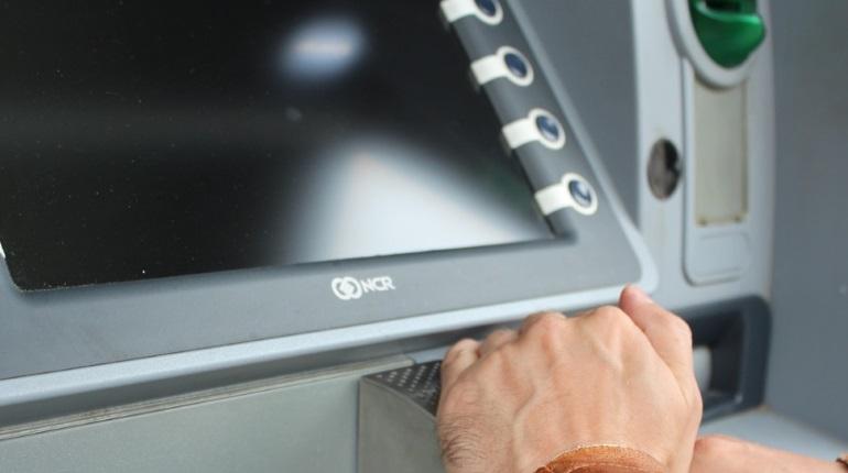 Налетчики распотрошили банкомат в купчинской «Карусели»