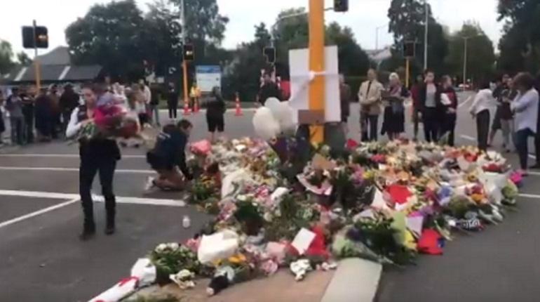 В Новой Зеландии отдают дань памяти жертвам теракта. Фото: Twitter полиции Новой Зеландии