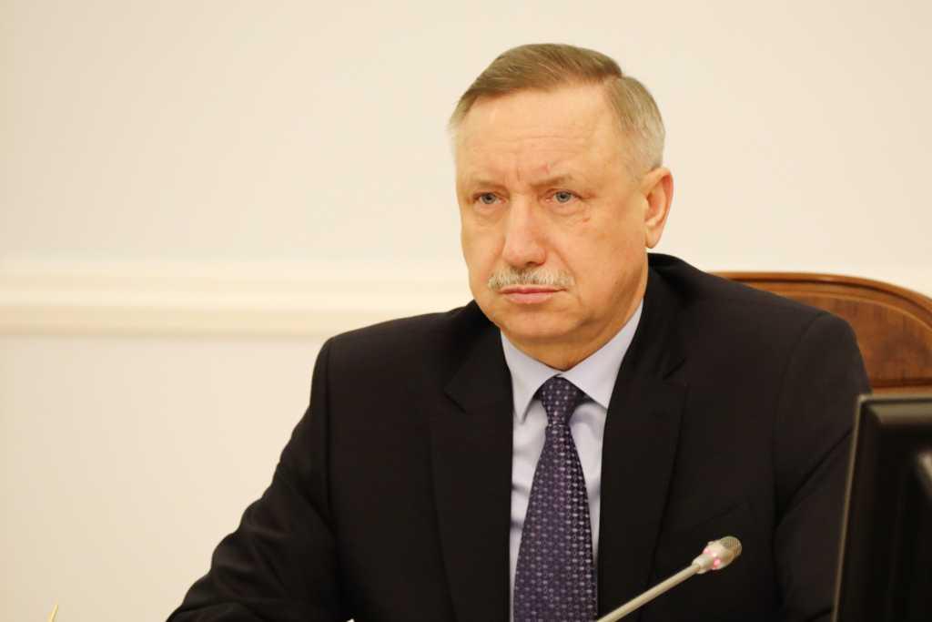 После жалобы петербурженки Беглов поручил устроить детскую площадку