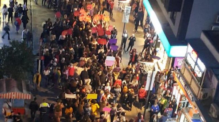 Феминисток в Стамбуле разгоняли слезоточивым газом
