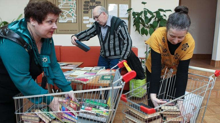 В Петербурге просят поддержать толстые журналы. Фото: Baltphoto/ Ирина Мотина