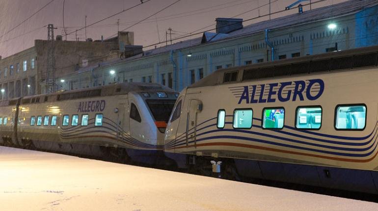Поезд «Аллегро» застрял по пути в Петербург