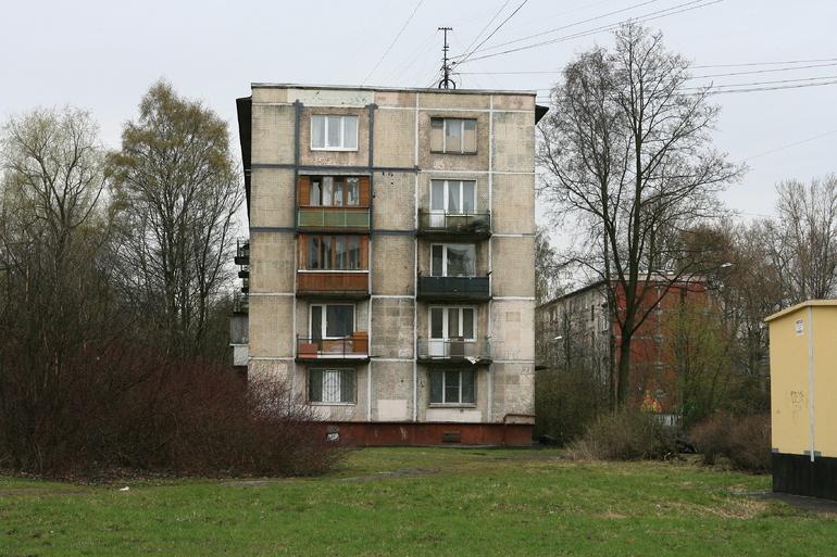До конца июля в Петербурге расселят первую хрущевку