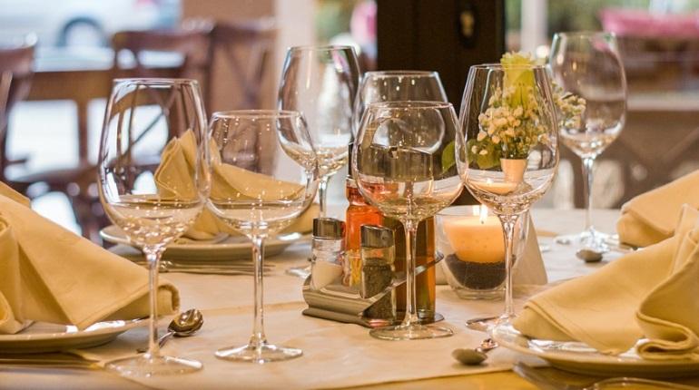 В Петербурге рестораны могут заработать с 12 июля