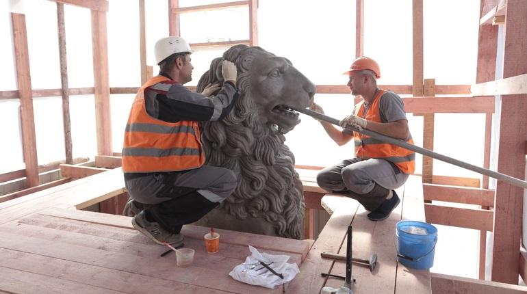 Реставрация чугунных скульптур Львиного моста через канал Грибоедова. Фото:: Мойка78/Валентин Егоршин
