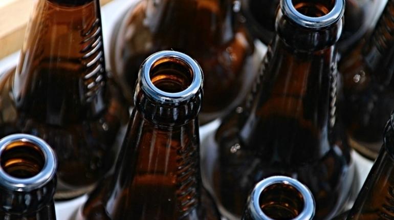 Петербуржцам пытались продать 700 литров контрафактного алкоголя