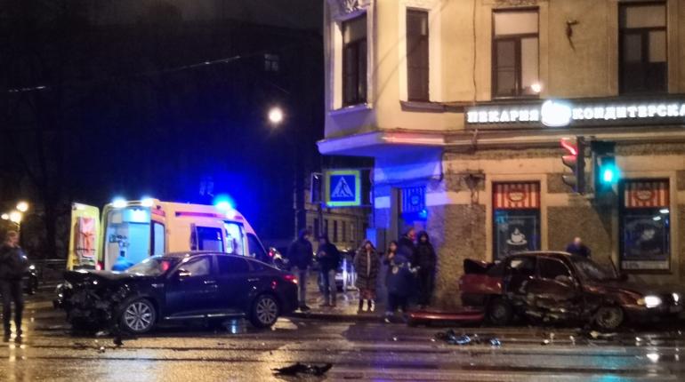 Девушка сломала шею в ночной аварии на Петроградке