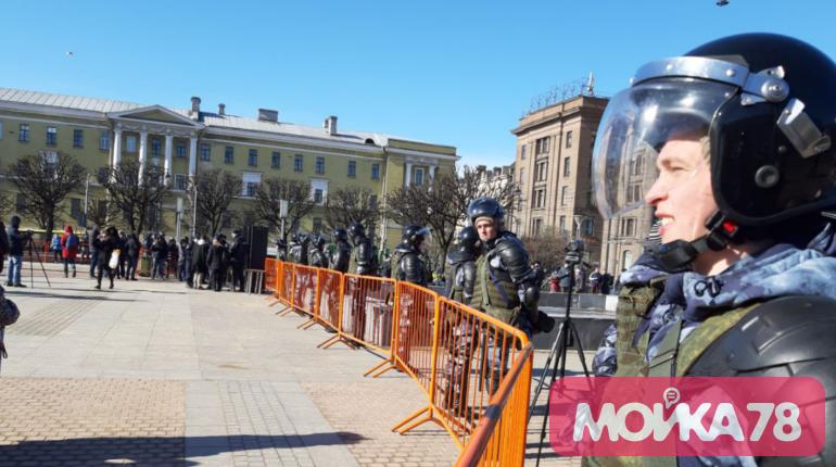 Полиция, забор и металлодетекторы: на площади Ленина ждут митингующих