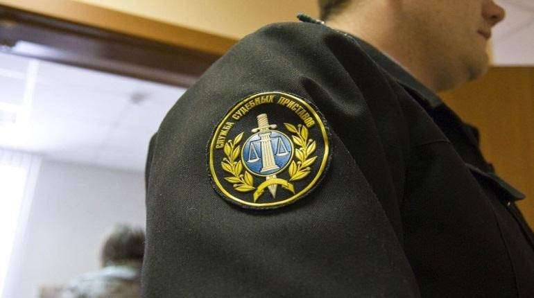 В Петербурге фирму оштрафовали на 80 тысяч за рекламу на жилом доме