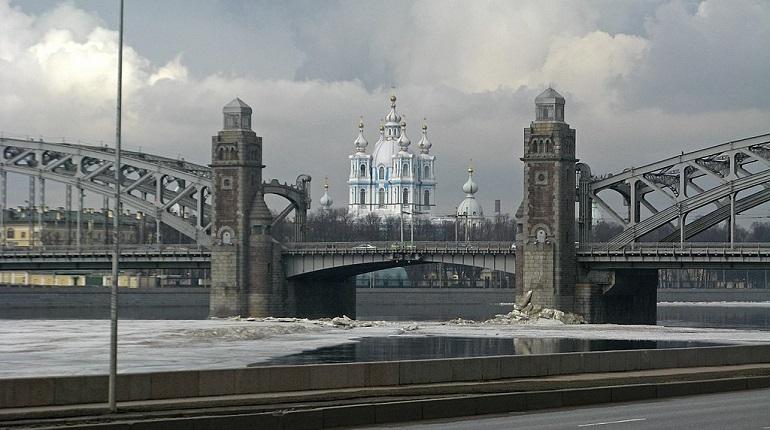 В Петербурге два моста в ночь на 31 августа разведут не по графику