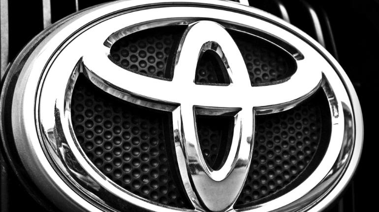 В выходные в Петербурге угнали две дорогих машины Toyota