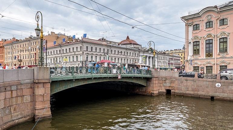 Прохожий спас упавшую в канал Грибоедова девушку
