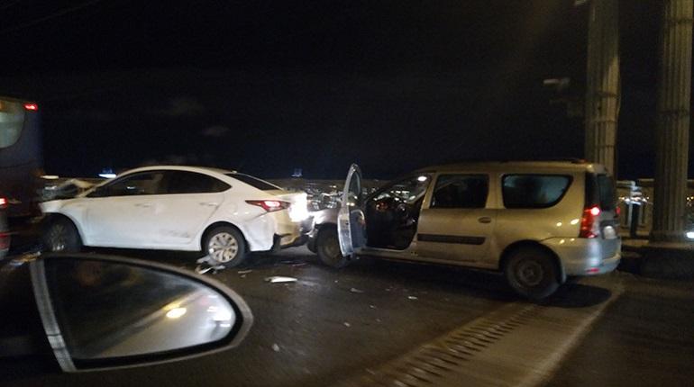 Авария из трех автомобилей произошла в центре Петербурга. Фото: группа