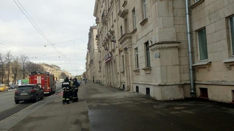 Обрушение штукатурки на проспекте Стачек. Фото: vk.com/unreleased_dtp