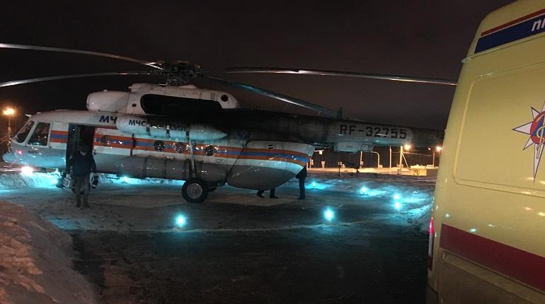 Вертолет из Петербурга в снегопад привез младенца для операции на сердце