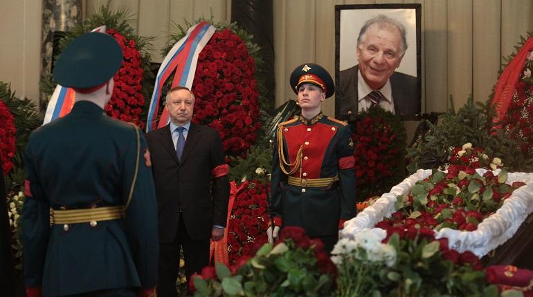 Врио губернатора Петербурга Александр Беглов на церемонии прощания с Жоресом Алферовым. Фото: Мойка78