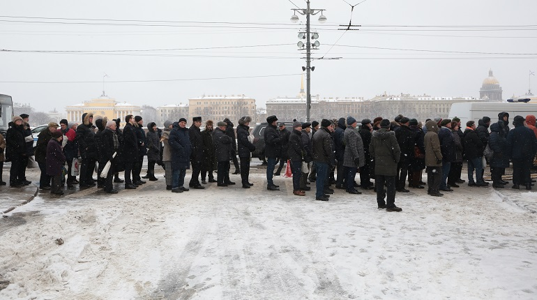 Катафалк с телом Жореса Алферова движется к Комаровскому кладбищу