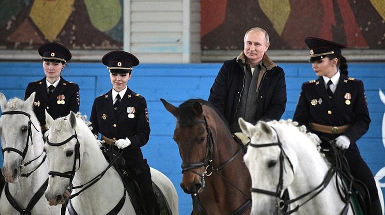Президент России Владимир Путин на коне. Фото: kremlin.ru