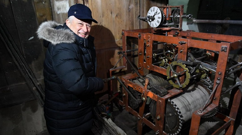 Дрозденко на часовой башне. Фото: lenobl.ru