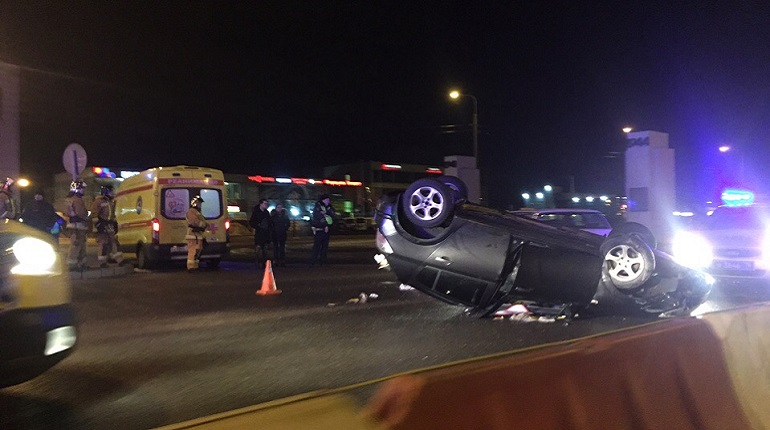 Автомобиль перевернулся в Кировском районе. Фото: группа