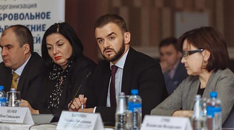 Илья Ткачев (на фото в центре). Фото: srodos.ru