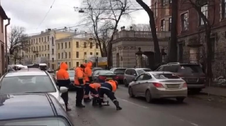 Работы «ПетербургГаза» затруднят проезд по Аптекарскому до вечера