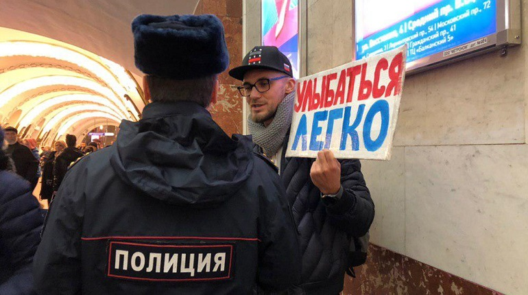 В петербургском метро проходит «улыбчивая агитация»