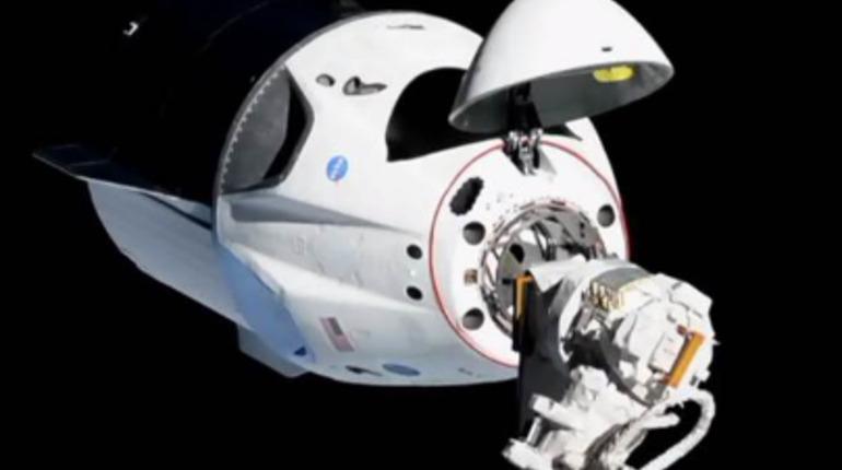 Беспилотный корабль Dragon 2 произвел стыковку с МКС