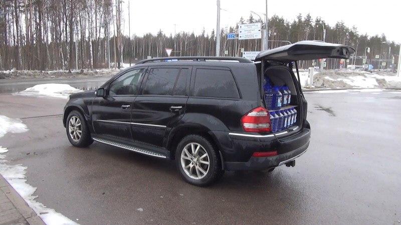 В машине обнаружили склад омывайки. Фото: ГУ МВД по СПБ и ЛО