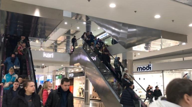 Эвакуация сорвала вечерний шоппинг в петербургских ТЦ