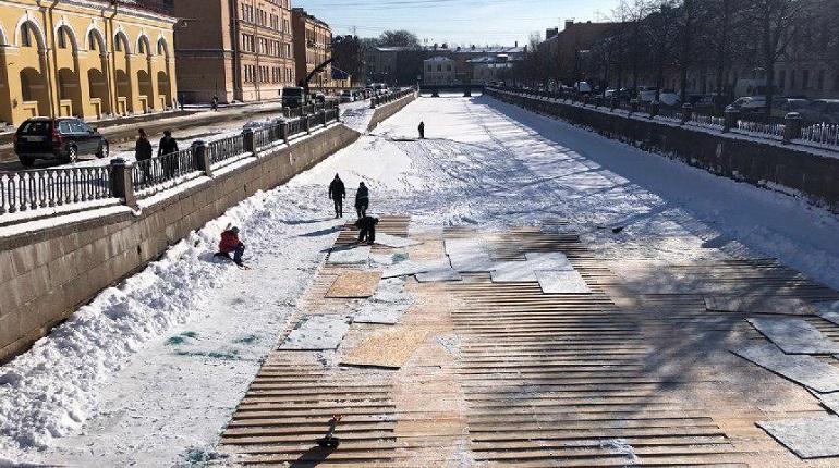Лед на Крюковом канале и канале Грибоедова останется синим. Фото: Росприроднадзор