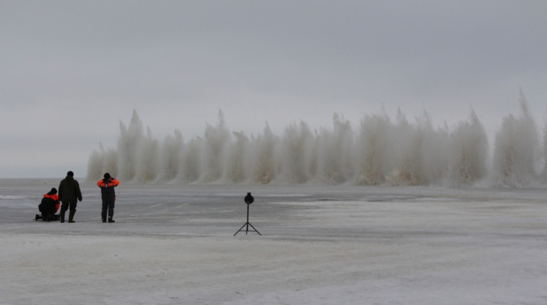 «Мойка78» показывает, как бомбят и взрывают лед в Петербурге и России