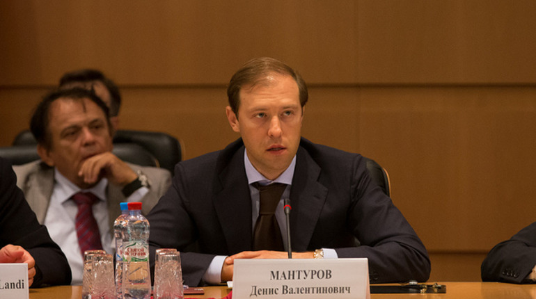 Мантуров заявил о запасах лекарств от Covid-19 во всех регионах России