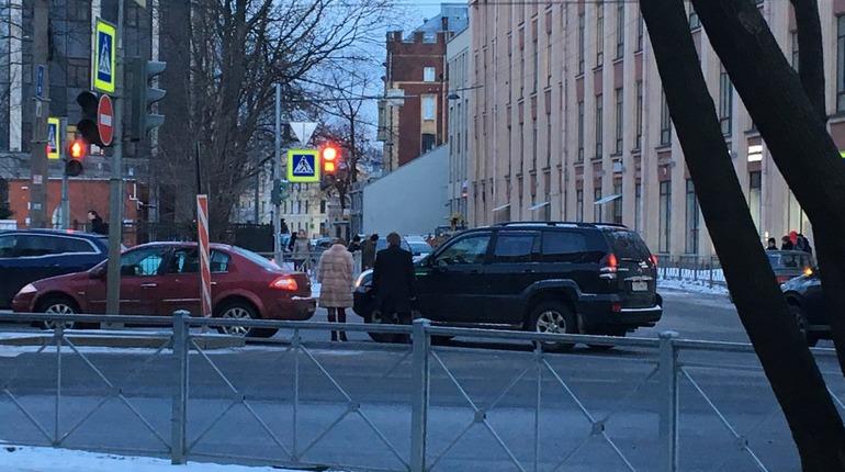 Проспект Медиков встал в пробку после ДТП на Попова